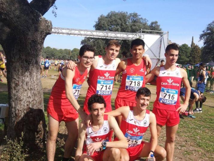 Expedición del Club Atletismo de Soria en Linares (Jaén) durante el Nacional de Clubes.