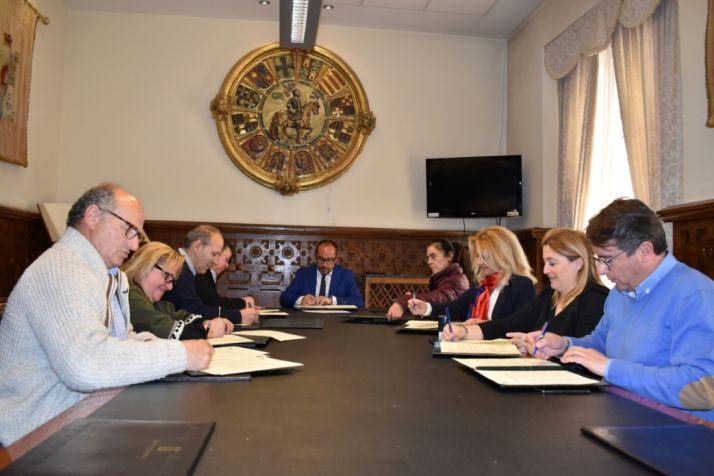 Foto 1 - Diputación firma los convenios con los ayuntamientos con Crecemos y centros de educación infantil
