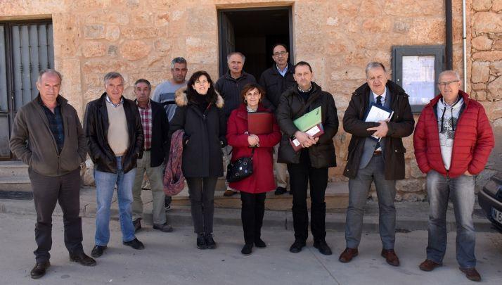 Miembros de la comisión de la parcelaria de la localidad este lunes.
