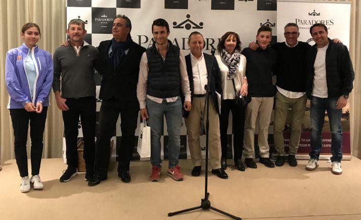 Los golfistas ganadores, en una imagen de familia.