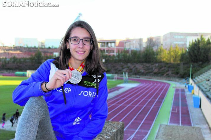 Patricia Millana, en el CAEP, muestra la plata que ganó en el Nacional Júnior de Madrid. SN