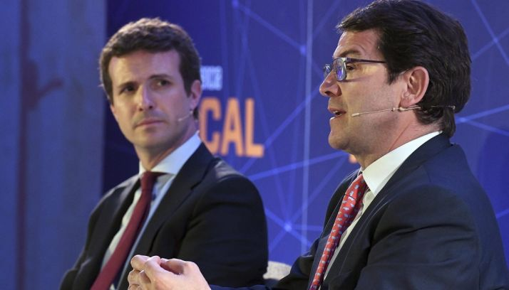 Alfonso Fernández Mañueco (dcha.) y Pablo Casado este viernes.