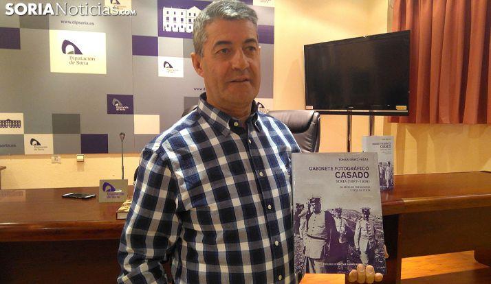 El autor, con su obra este miércoles en la Diputación. /SN