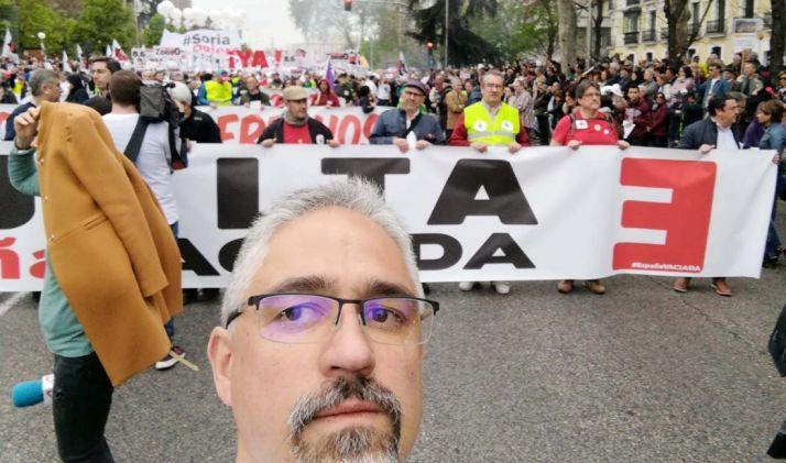 Carlos Vallejo, ante la cabeza de la manifestación.