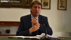 El alcalde, Carlos Martínez Mínguez, este viernes en rueda de prensa. /SN