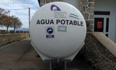 La cisterna, en el exterior de las antiguas escuelas. /SN
