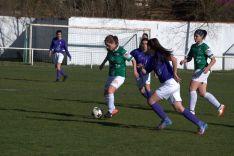 María Uriel no rifa el balón ante el Monteresma en San Juan de Garray. Izana Silvba