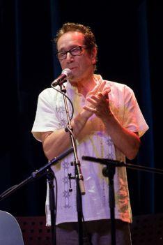 Eliseo Parra, cantante vallisoletano, mientras canta en directo.