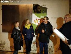 Momento de la pegada de carteles de Vox Soria para el 28A.