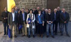 Candidatos y simpatizantes del PP al pie del ayuntamiento de Ágreda.