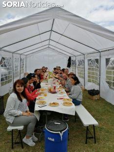 Un grupo de amigos este sábado en la romería. /SN