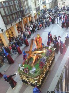 Foto 3 - Procesiones del Vía Crucis de las Caídas de Jesús y del Silencio de la Virgen de la Soledad, en Soria este Jueves Santo
