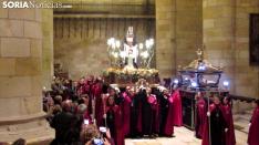 Foto 3 - Fotos y vídeos: La lluvia obliga a Las Caídas a celebrar su Vía Crucis en San Pedro