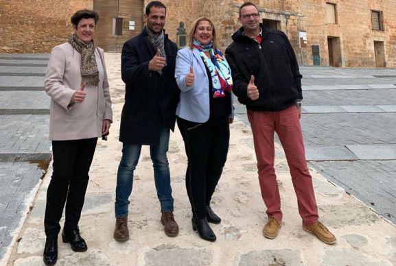 Rubio, en el centro, con Yolanda de Gregorio (dcha.) y miembros de la candidatura. /SN
