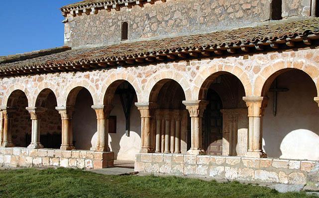 Pórtico de la iglesia de San Martín de Tours, en Berzosa.