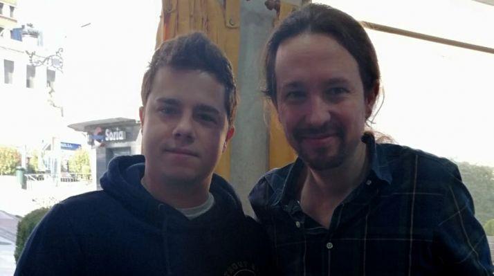 Mario Calonge, (izda.), cabeza visible de Podemos en Ólvega, junto a Pablo Iglesias. /PO