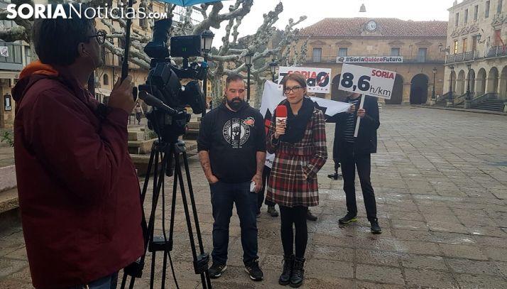 Sergio de Miguel y Elsa Ruiz antes de intervenir en el programa de esta tarde. /SN