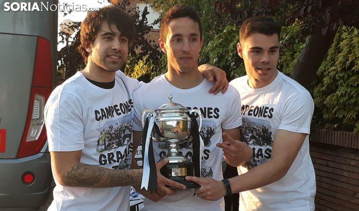 Joshua, Javi Duro y Loza, campeones. /SN