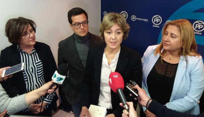 Isabel García Tejerina, junto a De Gregorio (dcha.), Cabezón y Angulo este jueves.