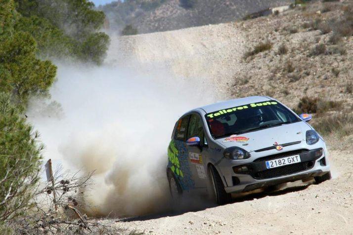 Agustín Álvaro y su vehículo en una foto de archivo. /Prensa CERT