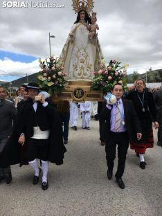Imagen de la procesión que conducía la talla hasta la localidad. /SN