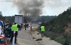 Imagen de la humareda producida por el vehículo en llamas. /SN