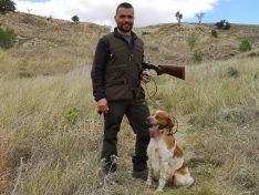 El soriano Carlos Izquierdo y su perro Pol estarán en el Campeonato de España de Caza