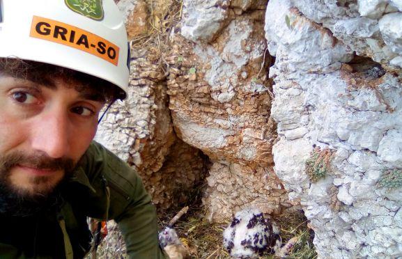 Félix Barcones Molero, tras acceder al nido. /Jta.