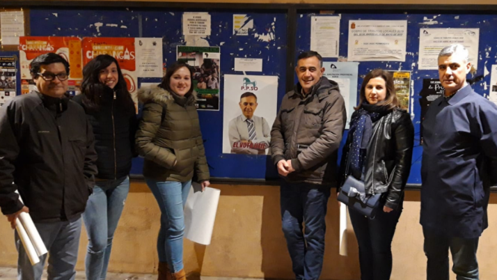 Pegada de carteles de la PPSO en El Burgo.