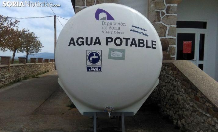 Cisterna de agua potable habilitada por la contaminación en el suministro. /SN