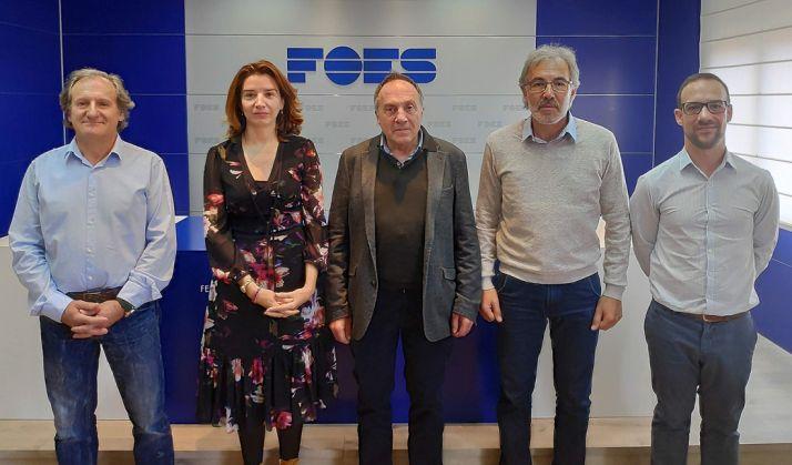 García, Fernández y responsables de la empresa. /FOES