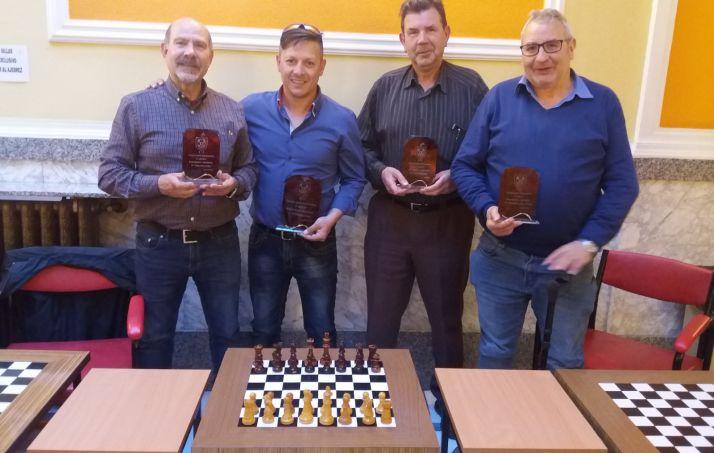 Foto 1 - Éxito de participación en los primeros Torneos para aficionados de ajedrez