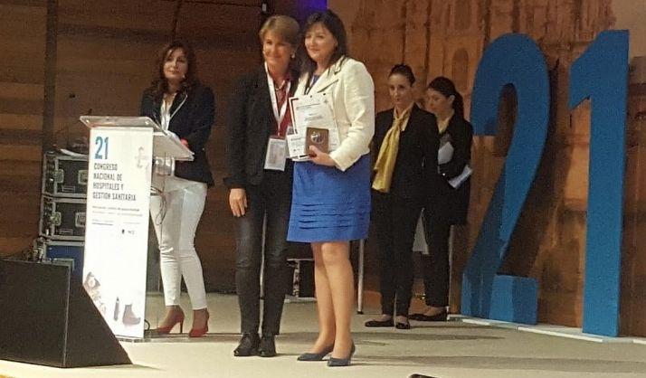 María Luisa Sanz recibiendo el Premio en el 21 Congreso Nacional. /Jta.
