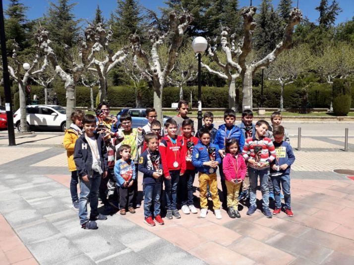 Foto de todos los premiados en el Torneo Infantil de Ajedrez.