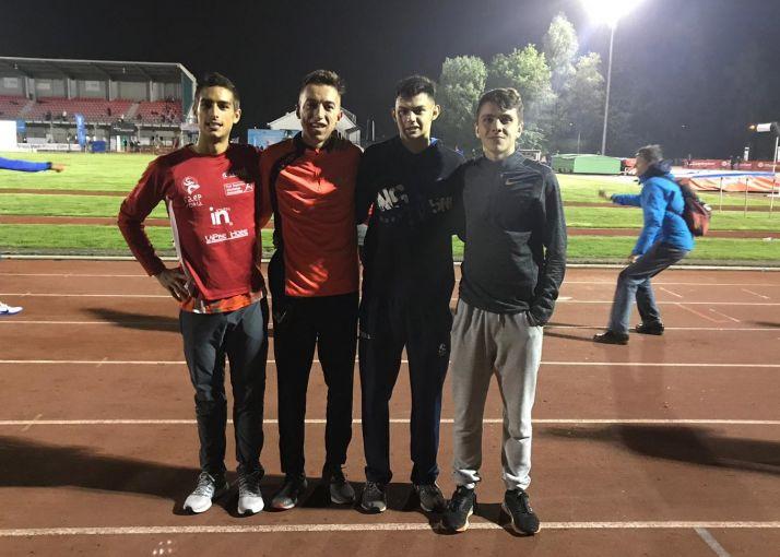 Élgar Lloret junto con sus compañeros de equipo.