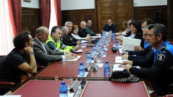Imagen de la reunión este martes. /Subdelegación