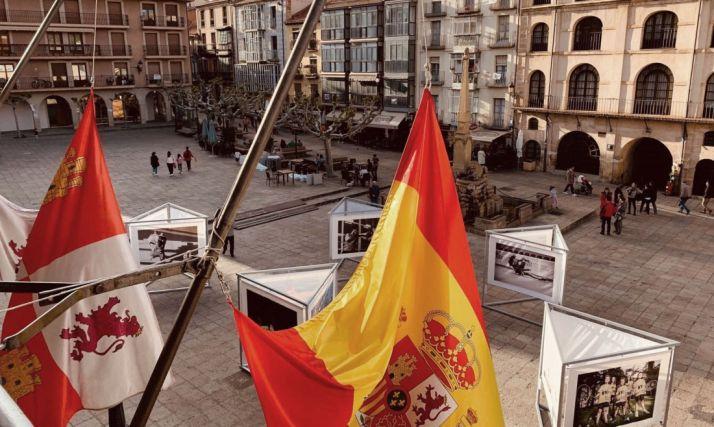 Banderas a media asta en el balcón del ayuntamiento de Soria. /Ayto.