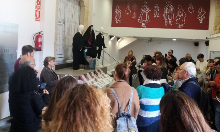Una imagen de la visita a la entrada del museo. /Dip.