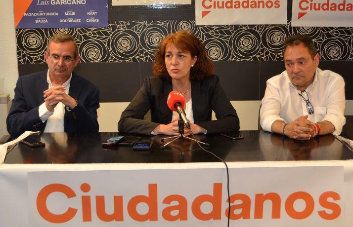 Rodríguez, entre De Lózar (izda.) y De Gregorio esta tarde. /SN