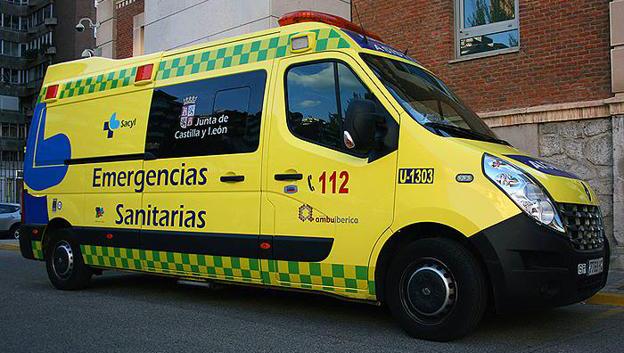 Foto 1 - Un menor, herido tras caer de un tejado en León
