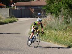 El equipo ciclista E.Leclerc Soria-Seguros Adolfo Rejas rueda en la palentina Cevico de la Torre