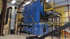 Caldera de biomasa en la factoría que la cooperativa tiene en el polígono de Valcorba.