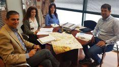 Responsables del Consorcio Camino del Cid y de TravelBike en una de las reuniones preparatorias del rally mototurístico.