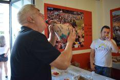 Recogida de la tajada cruda en las cuadrillas de El Salvador y San Juan. /SN.