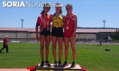 La atleta soriana, a la derecha, con sus compañeras de podio. /SN