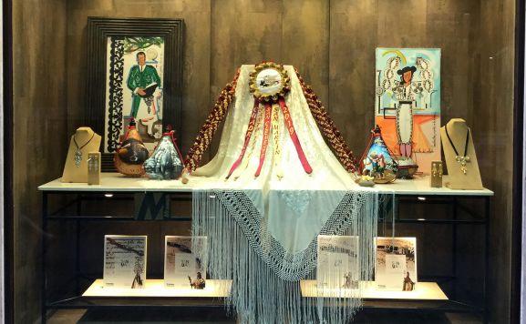 Obras expuestas en la conocida joyería de El collado.