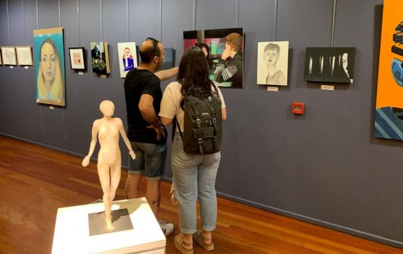 Obras expuestas en La Audiencia.