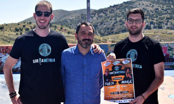 Muñoz, junto a dos de los organizadores. /Ayto.