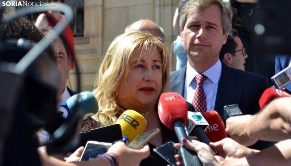 Yolanda de Gregorio, acompañada por Antonio González Terol antes del pleno. /SN
