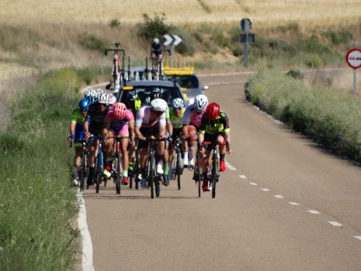 Foto 2 - El equipo ciclista E.Leclerc Soria-Seguros Adolfo Rejas rueda en la palentina Cevico de la Torre